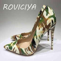 Naked mature in camo pumps