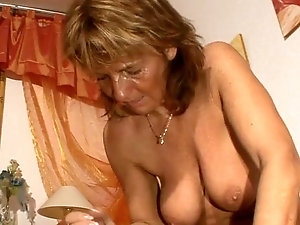 Aunty cleavage