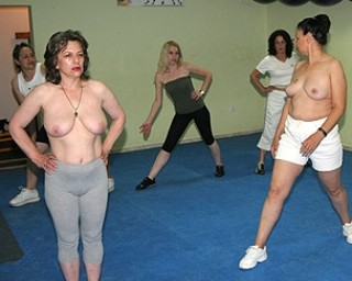 Naked mature work out