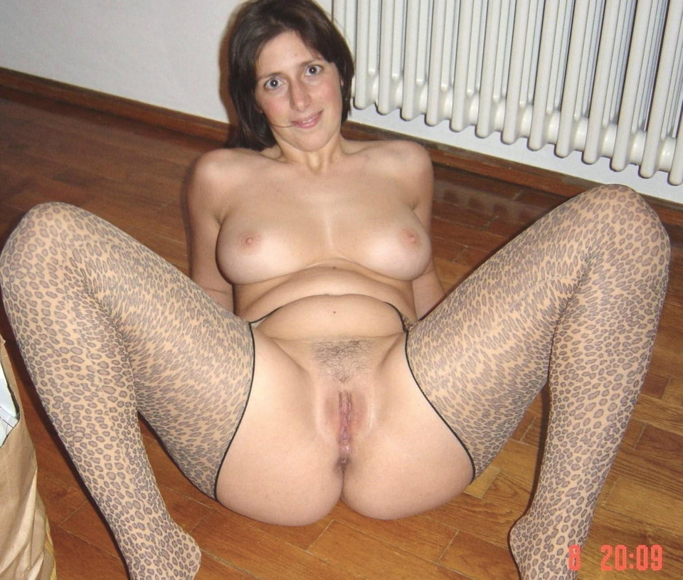 Pictures of nude mature women